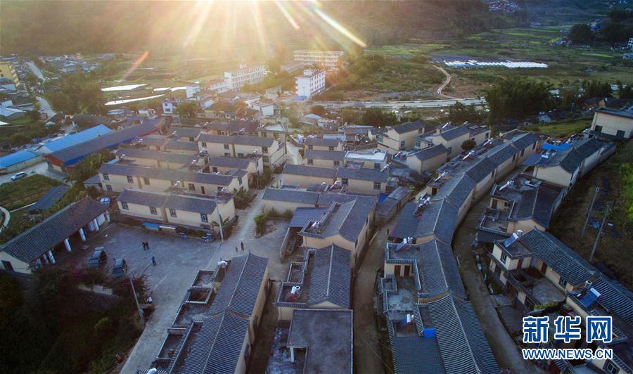 图:云南省墨江哈尼族自治县联珠镇克曼村哈尼族群众的易地搬迁安置房